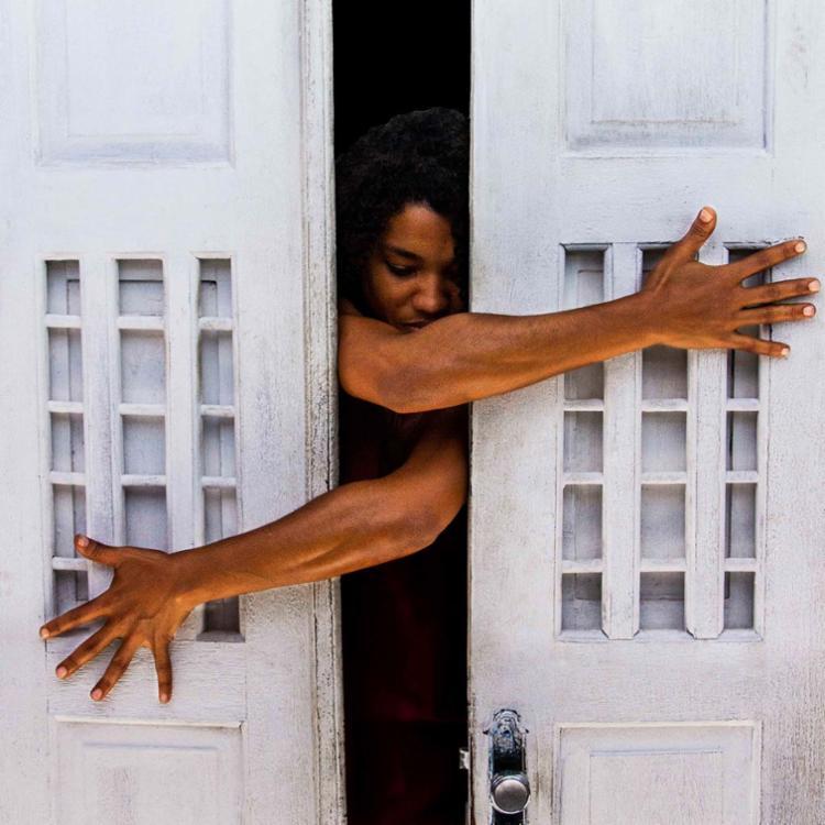 Meirejane Lima aborda a luta e esperança sobre existir como realmente deseja em