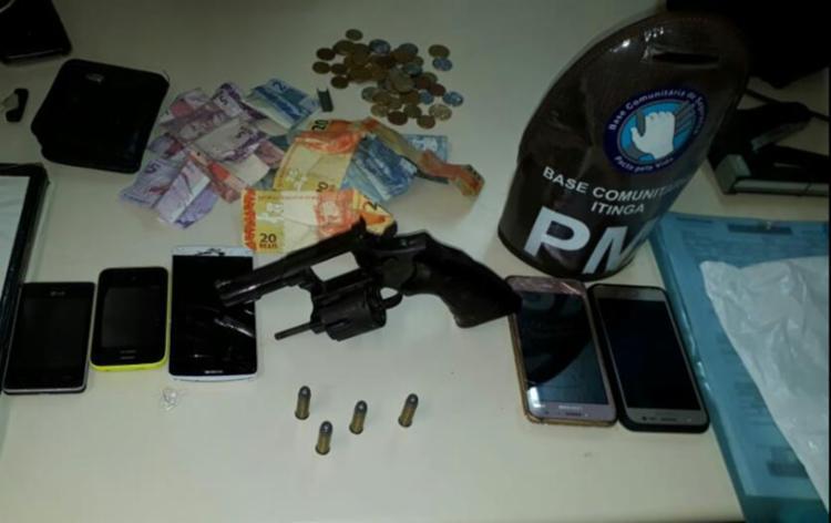 Cinco celulares e R$ 114 roubados de passageiros foram recuperados - Foto: Divulgação | SSP-BA