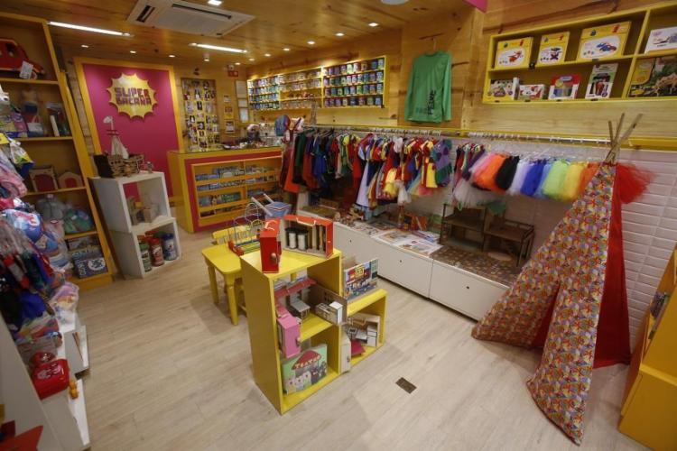 A Superbacana, no Itaigara, tem tapete de amarelinha e casas de madeira - Foto: Raul Spinassé / Ag. A TARDE