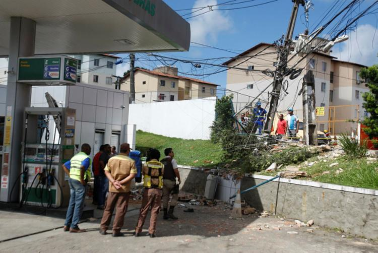 Acidente deixou dois mortos e quatro feridos na avenida Aliomar Baleeiro - Foto: Luciano da Matta | Ag. A TARDE