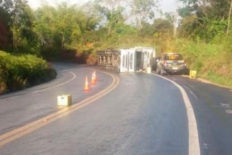 Acidente aconteceu no km 732 da BR-101, trecho entre as cidades de Eunápolis e Itabela - Foto: Reprodução | Radar 64