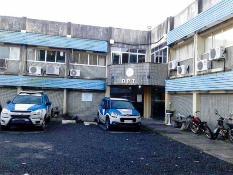 Corpo da vítima foi encaminhado para o DPT de Feira de Santana - Foto: Aldo Matos | Reprodução | Acorda Cidade