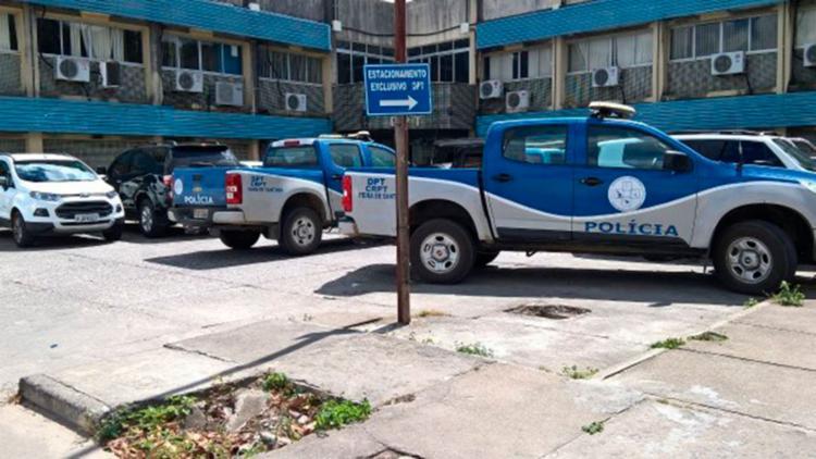 Corpo do criminoso foi encaminhado para o DPT de Feira de Santana - Foto: Aldo Matos | Reprodução | Acorda Cidade