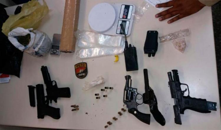A polícia apreendeu armas e drogas durante a festa em Itinga - Foto: Divulgação | SSP-BA