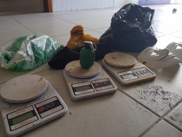 Materiais para fabricação de drogas foram encontrados no local