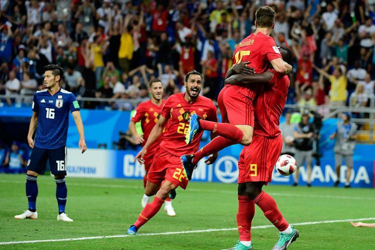 Jogadores da Bélgica comemoram após conseguir a classificação no fim - Foto: Pierre-Philippe Marcou l AFP