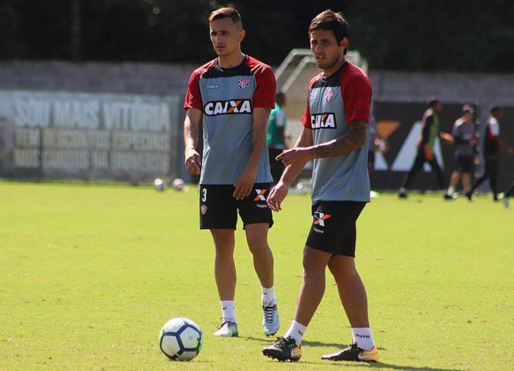 Benítez e Meli podem ganhar outro parceiro argentino - Foto: Maurícia da Matta l EC Vitória