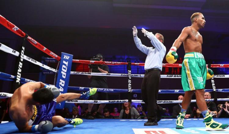Esquiva está invicto no boxe profissional, com 21 vitórias, sendo 15 por nocaute. - Foto: Reprodução | Facebook