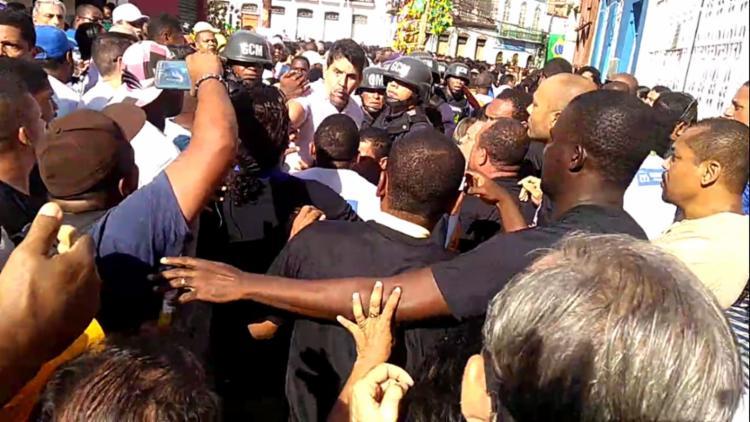 Profissionais iniciaram a briga durante a passagem do cortejo na Lapinha - Foto: Igor Andrade | Ag. A TARDE