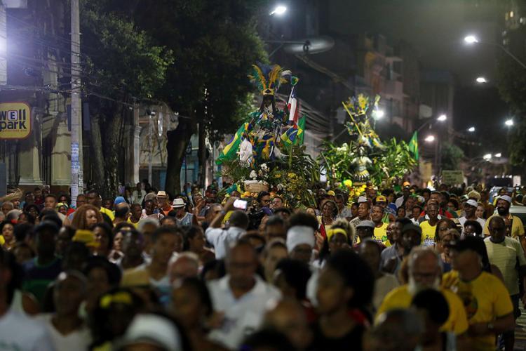 Centenas de pessoas participaram do tradicional retorno dos caboclos, símbolos da Independência da Bahia - Foto: Adilton Venegeroles l Ag. A TARDE