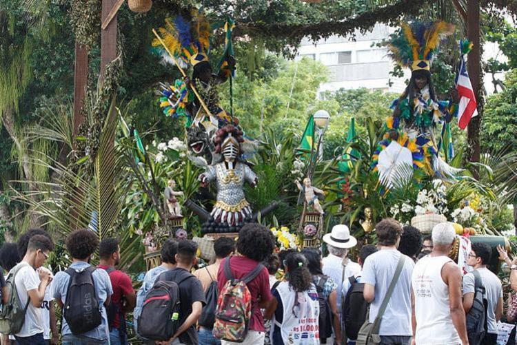 Casal de caboclos recebe homenagens na praça do Campo Grande - Foto: Luciano da Matta | Ag. A TARDE
