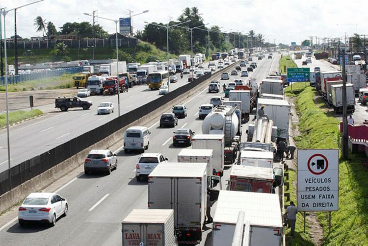 Segundo o Ipea, o bloqueio das estradas em todo o País afetou inclusive o componente de construção civil - Foto: Luciano da Matta | Ag. A Tarde.