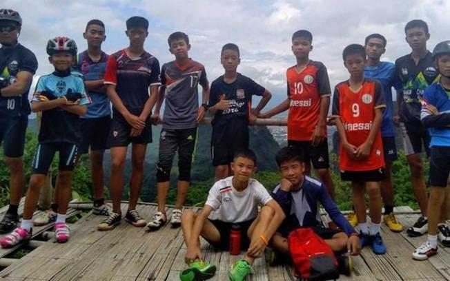 Meninos faziam parte de um time de futebol
