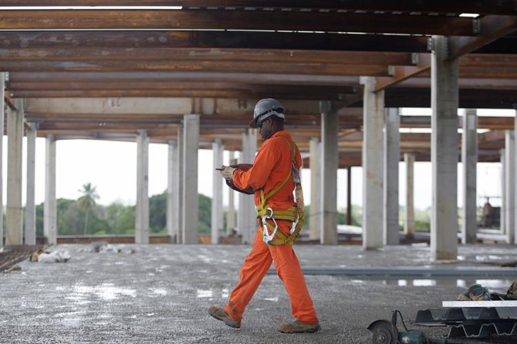 EPIs são essenciais para a segurança do trabalhador - Foto: Raul Spinassé l Ag. A TARDE l 31.3.2017