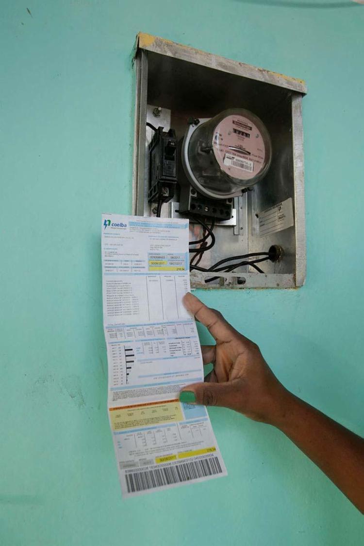 O aumento terá efeito médio de 1,54% na conta de luz - Foto: Mila Cordeiro | Ag. A TARDE