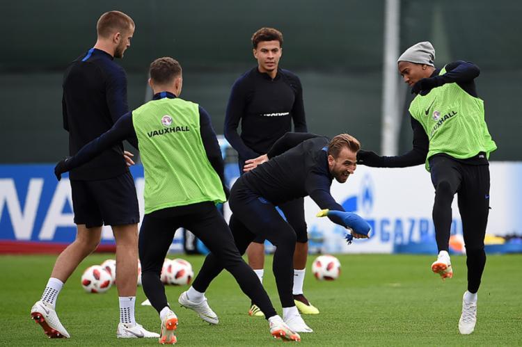 A seleção inglesa, liderada por Harry Kane, busca a sua segunda final em Mundiais - Foto: Paul Ellis | AFP