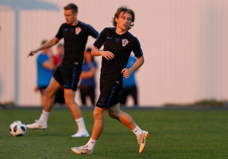 A talentosa geração da Croácia de Luka Modric, duela contra a Rússia em busca da classificação - Foto: Adrian Dennis | AFP