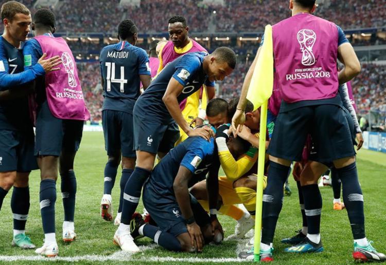 Seleção francesa derrotou os croatas por 4 x 2 e conquistou o bicampeonato mundial - Foto: AFP
