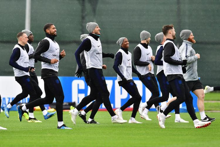 Comandada por Kane, a seleção inglesa buscará a vaga neste sábado - Foto: Giuseppe Cacace | AFP