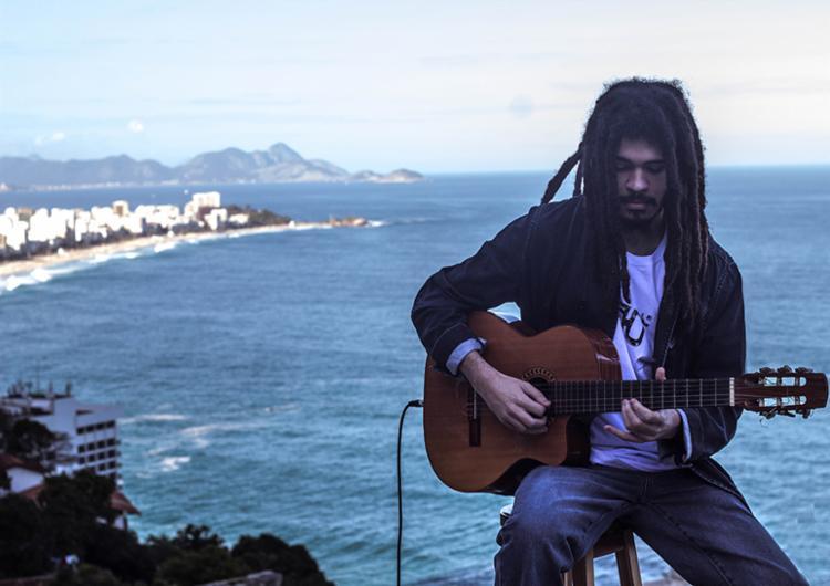 Chico Brown está entre as atrações musicais da Feira Literária de Mucugê - Foto: Divulgação