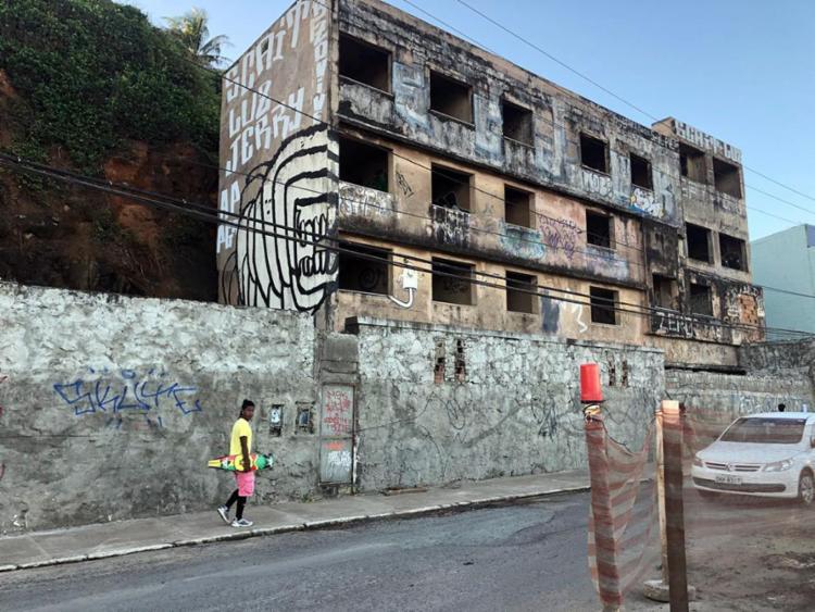 Demolição de prédio abandonado deve ser concluído no domingo - Foto: Lorena Murici | Ag. ATarde