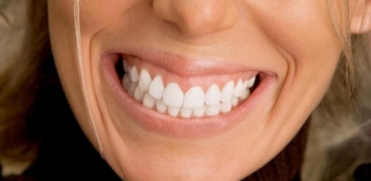 Pela técnica, a boca humana é um sistema que espelha e influencia o estado físico, emocional, mental e social do indivíduo - Foto: Getty Images