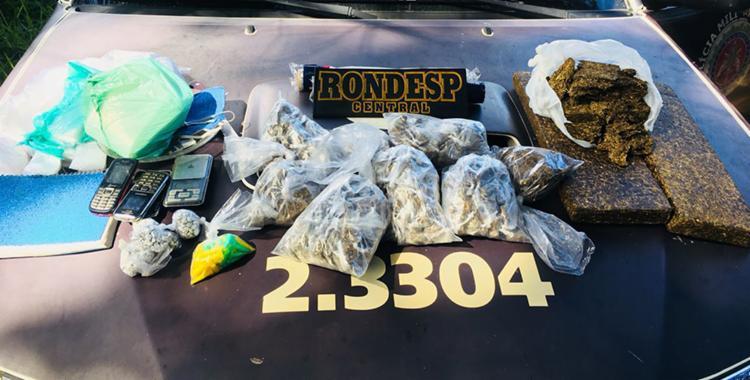 A polícia apreendeu, durante a ação, mais de 5 kg de maconha, além de outras drogas - Foto: SSP-BA | Divulgação