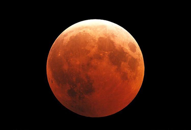 Fenômeno ocorrerá na sexta-feira, 27, com duração de 1 hora e 42 minutos - Foto: Fred Espenak l NASA