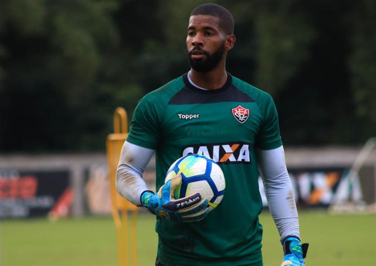 O atleta assinou contrato até o fim da temporada 2018 - Foto  Maurícia da  Matta a277c80a0923a