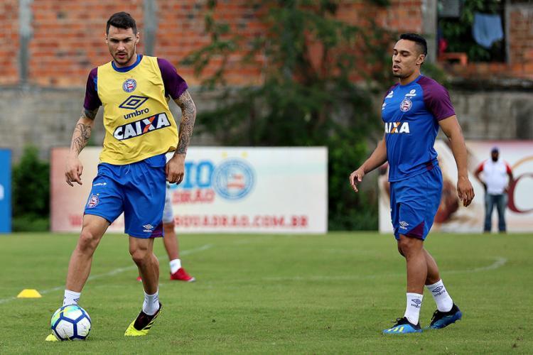 Edigar (à esq.) disse que precisa de mais treinos para voltar à boa forma - Foto: Felipe Oliveira l EC bahia