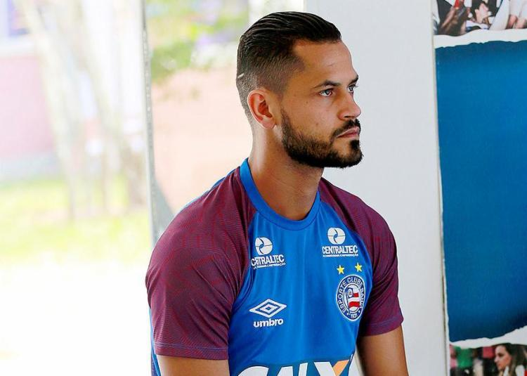 Volante sentiu dores no joelho e foi vetado pelo DM do clube - Foto: Felipe Oliveira l EC Vitória