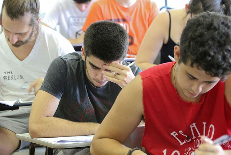 O Encceja é um exame gratuito e voluntário para quem não teve oportunidade de concluir os estudos - Foto: Marcos Santos | USP Imagens