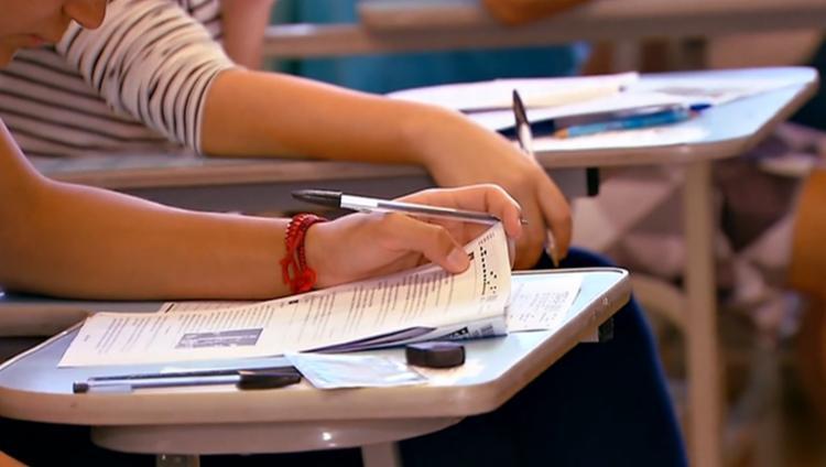 Para fazer as provas do ensino fundamental é preciso ter a idade mínima de 15 anos e, para o médio, de 18 anos - Foto: Divulgação