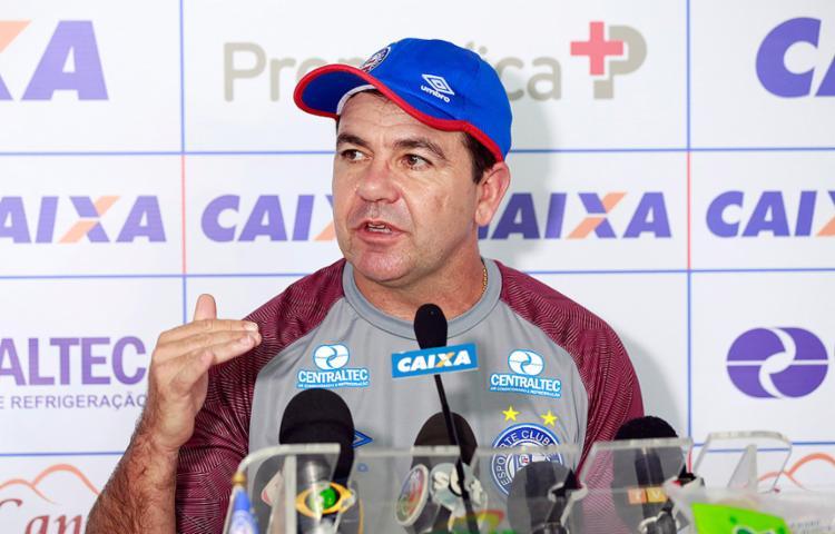 Enderson Moreira ficou satisfeito com atuação da equipe - Foto: Felipe Oliveira l AG. A TARDE