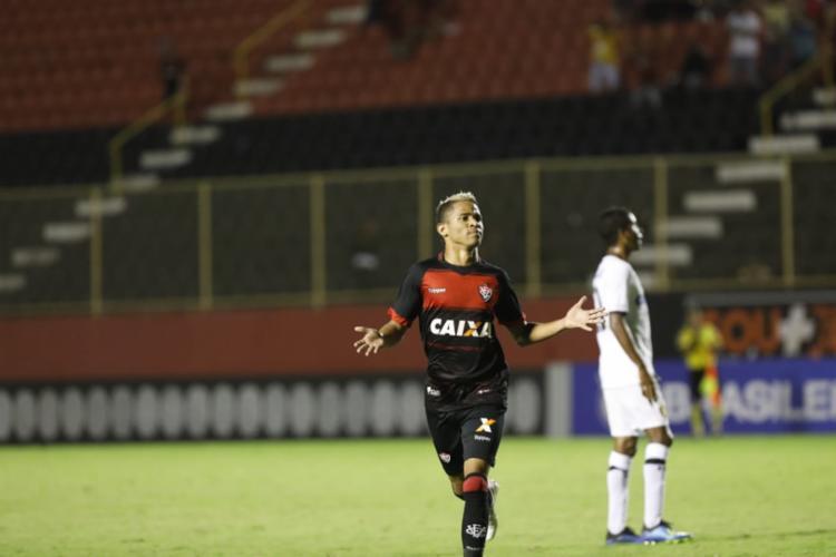 O atacante Erick, que entrou no lugar do machucado Luan, marcou o único gol da partida - Foto: Adilton Venegeroles l Ag. A TARDE