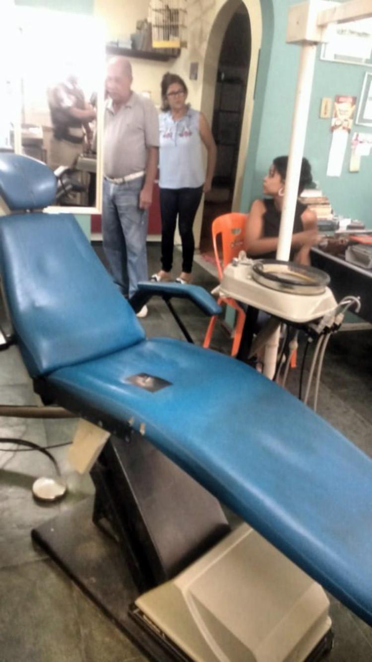 Preso em flagrante, o falso dentista estava atendendo Regina Neves Marinho