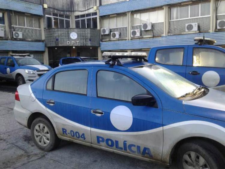 Corpo da vítima foi encaminhado ao Departamento de Polícia Técnica de Feira - Foto: Reprodução | Site Acorda Cidade