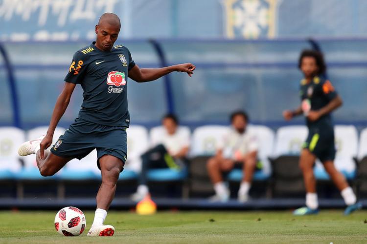 Fernandinho formará o meio de campo com Paulinho, Willian e Phillipe Coutinho - Foto: Lucas Figueiredo l CBF