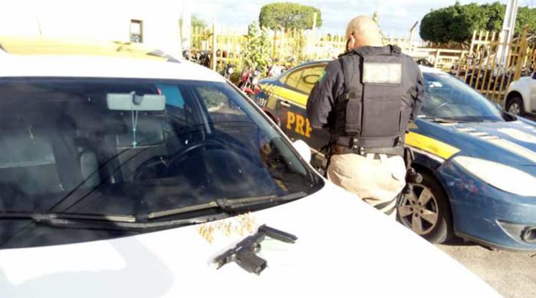 Os envolvidos e os materiais apreendidos foram encaminhados á delegacia de polícia judiciária local - Foto: Divulgação   PRF