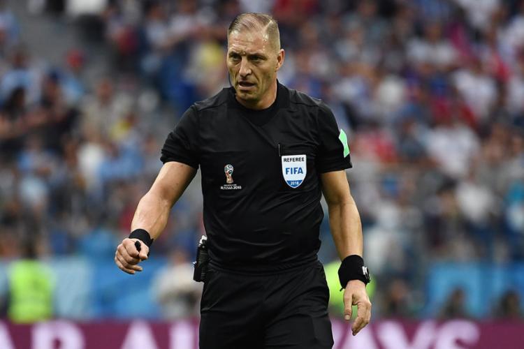Néstor Pitana será juiz da última partida da competição mundial - Foto: Franck Fife | AFP