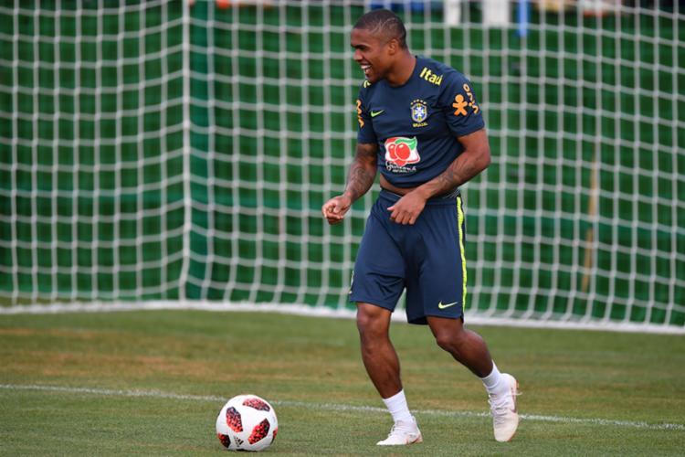 Presença de Douglas significa que Tite não deverá ter desfalque por lesão para o seu próximo duelo - Foto: AFP