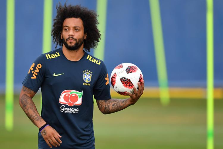 Recuperado de um espasmo na coluna, Marcelo reassume a posição - Foto: AFP