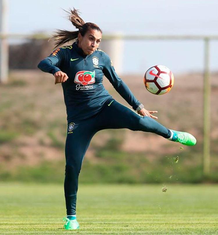 Ela foi eleita cinco vezes pela Fifa a melhor jogadora do mundo - Foto: Reprodução | Instagram