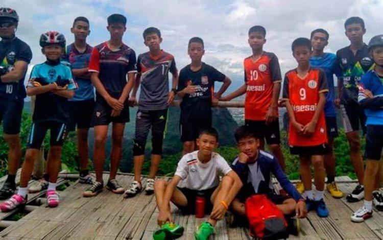 Meninos fazem parte do time de futebol Javali Selvagem - Foto: Reprodução