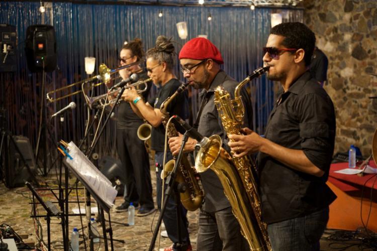 A abertura do Festival Sabores de Itacaré ficará a cargo do grupo instrumental Skanibais, que se apresenta gratuitamente no palco principal - Foto: Uirá Nogueira/Divulgação