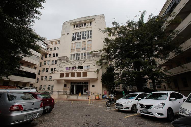 Vítima foi rendida no estacionamento do Hospital das Clínicas, logo após o expediente - Foto: Margarida Neide l Ag. A TARDE