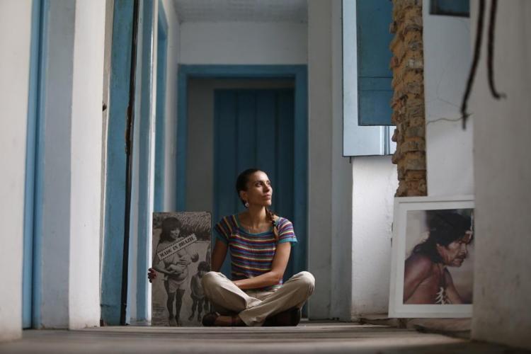 A historiadora Ana Paula Lima, da Associação Nacional de Ação Indigenista (Anaí), foi uma das três brasileiras selecionadas pela Fundação Mala para coordenar projetos de educação de meninas - Foto: Raul Spinassé / Ag. A TARDE