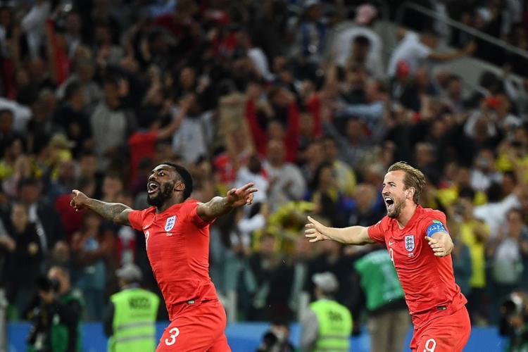 Jogadores ingleses comemoram após classificação na penalidades - Foto: Franck Fife l AFP