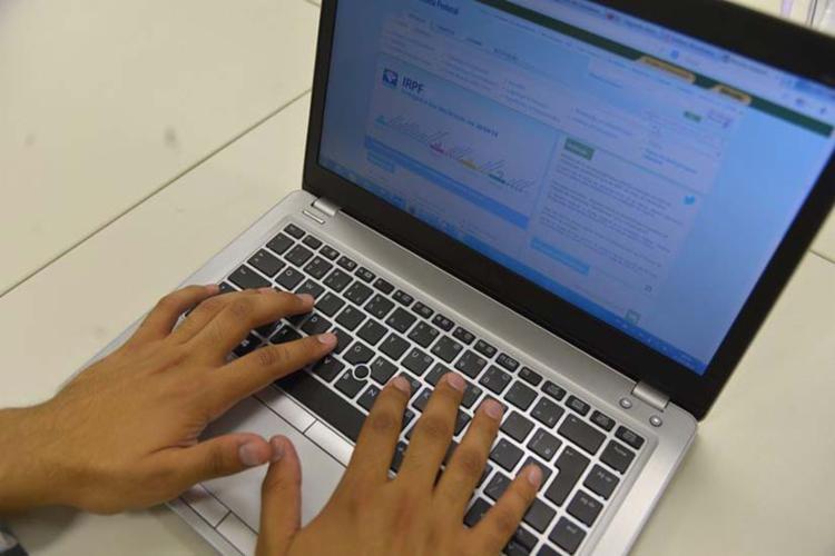 Para saber se teve a declaração liberada, contribuinte deve acessar a página da Receita - Foto: Agência Brasil