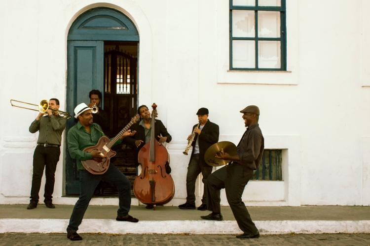 A banda Sarava Jazz Bahia (foto) é uma das atrações da noite - Foto: Divulgação   Secom